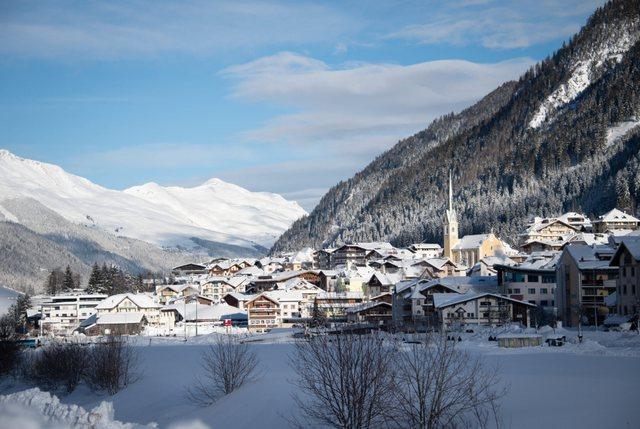 Fshati turistik që infektoi gjysmën e Europës, por pse nuk u