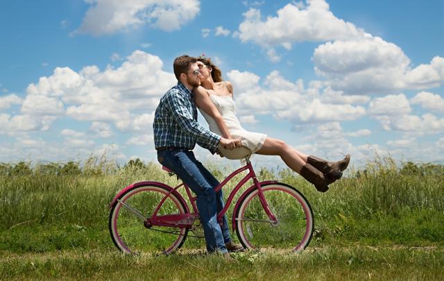 7 gjërat që një burrë i bën vetëm me gruan që