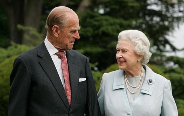 Mbretëresha 94-vjeçare po e kalon karantinën duke kalëruar