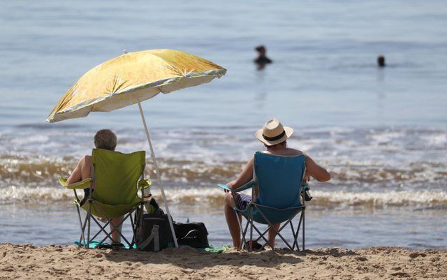 Dita më enxehtë e vitit në Britani: Shihni fotot si u