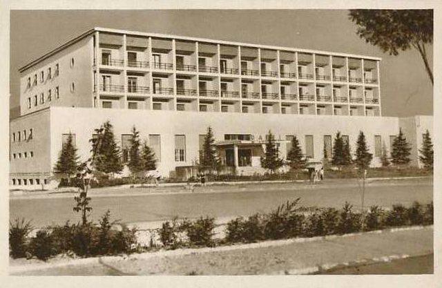 """Teatri, teatri""… por si e shiti Berisha ""Hotel"