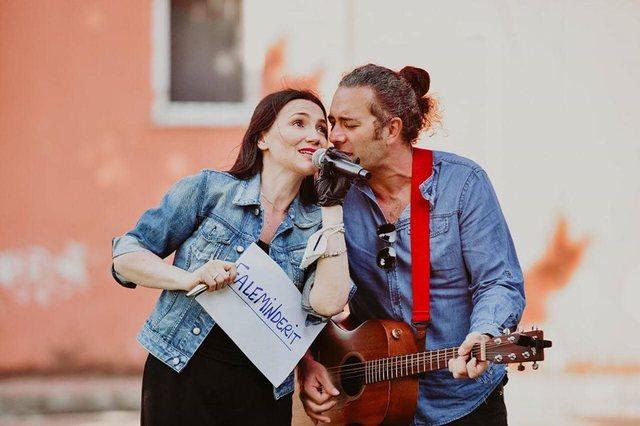 Video/ Këngëtarja Marsela Çibukaj u bë nuse!
