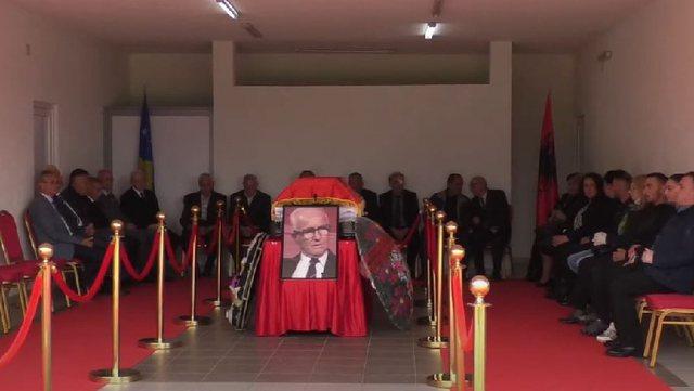 Historiani kosovar dyshohet se u vra nga vajza e tij