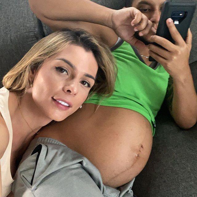 Gruaja puth barkun e burrit shtatzënë! Si është e mundur? Ka
