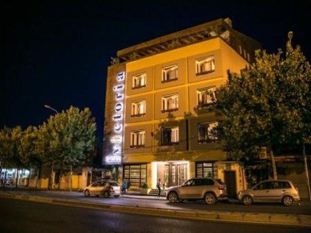 Foto/ Shpërthimi me tritol mbrëmë, në hotelin e