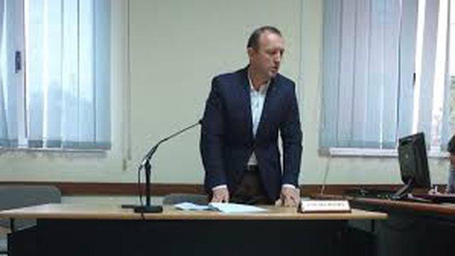 Ky është prokurori që doli kundër izolimit të grupit