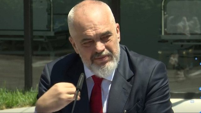 Kryeministri i del në mbrojtje kryepolicit Ardi Veliu: Gaboi, por më