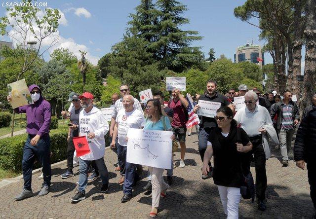 Foto/ E vutë re protestën sot në Tiranë? Thirrjet si në