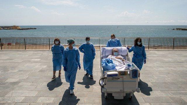 Fotot prekëse nga Spanja: Pacientët prej muajsh në spital i