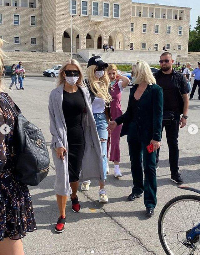 Foto/ Aurela Gaçe në protestë: Shumë vajza të vogla