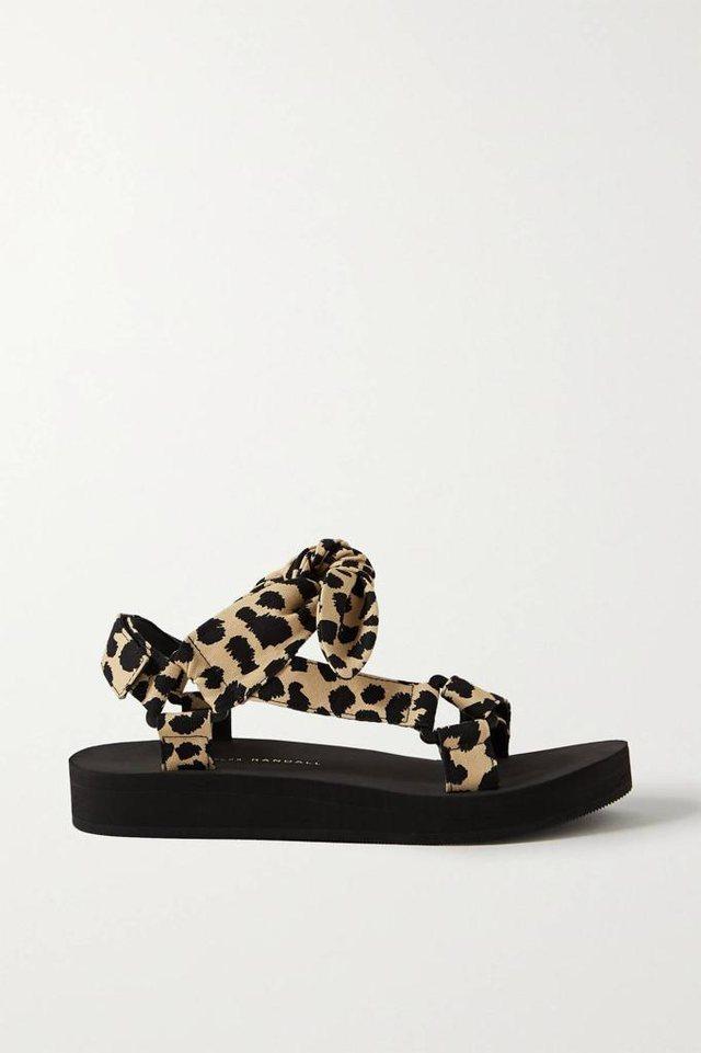"""Moda e sandaleve të """"shëmtuara"""""""