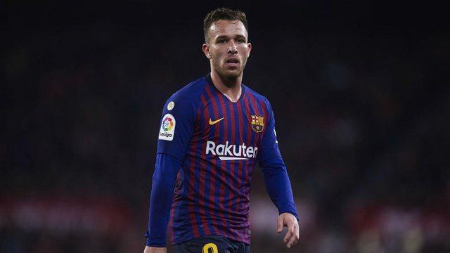 Juve dhe Barça pranë shkëmbimit të bujshëm, pritet
