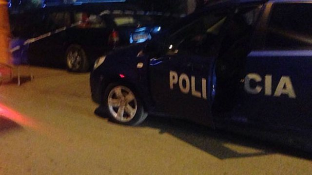 Familjarët i kërkuan ndihmë! Polici plagoset me thikë nga