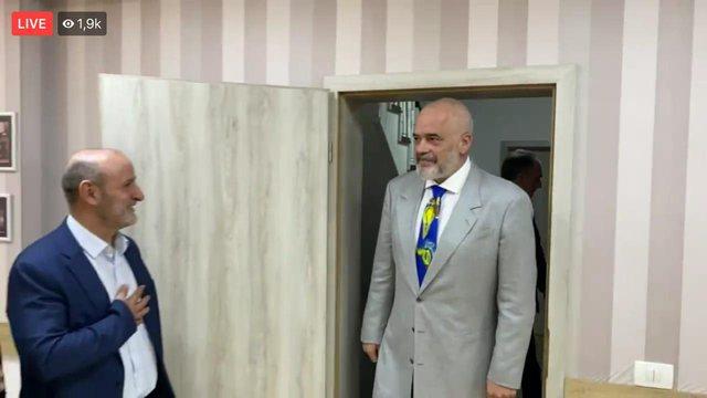 Rama nis takimet në Prishtinë: Për fletë-rrufenë