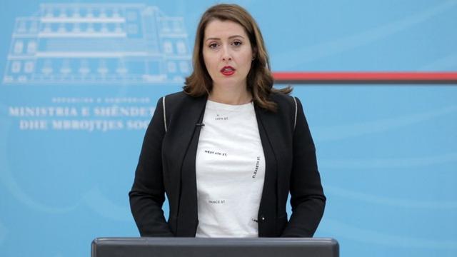 Ministrja Manastirliu i përgjigjet akuzave të opozitës: Mos