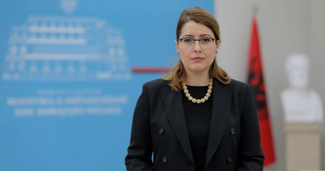 Ministrja Manastirliu ka një mesazh për të rinjtë që