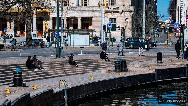 Suedia po bëhet gati për valën e dytë të virusit,