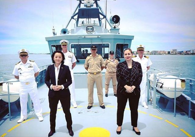 Yuri Kim në foto në bordin e anijes me autoritet