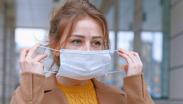 Studiuesit zbulojnë sa përqind na mbron maska
