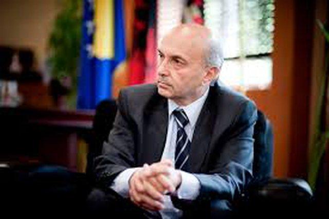 Infektohet me virus Isa Mustafa në Kosovë: Ndjej plogështi