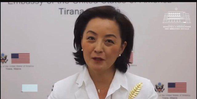 Video-mesazhi i Yuri Kim për maskat: E pranoj se ndonjëherë jam