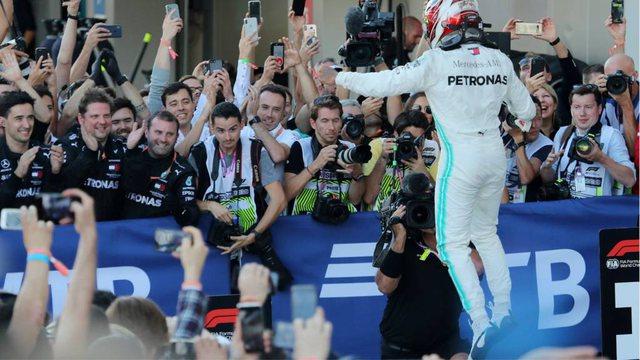 Hamilton fiton duelin kokë më kokë me Verstappenin, niset i pari