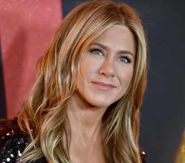 Jennifer Aniston bëhet kumbara e bebit të çiftit të