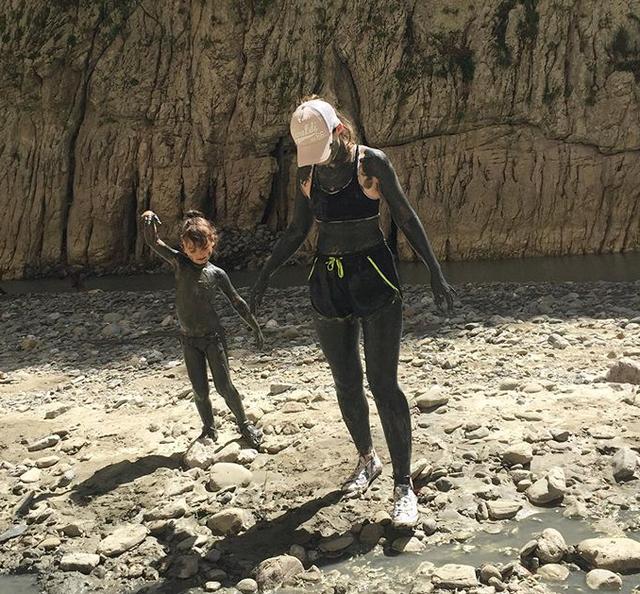 Më e veçanta e kanioneve të Holtës qëndron tek balta