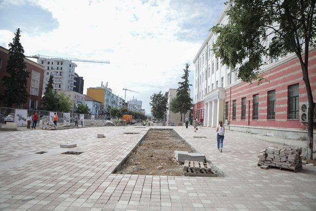 """Si po transformohet Bulevardi """"Zogu I"""", nga rruga me kalldrëme"""