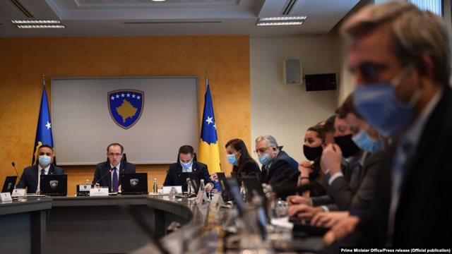Kosova bën me detyrim mbajtjen e maskës, ja masat e reja që u