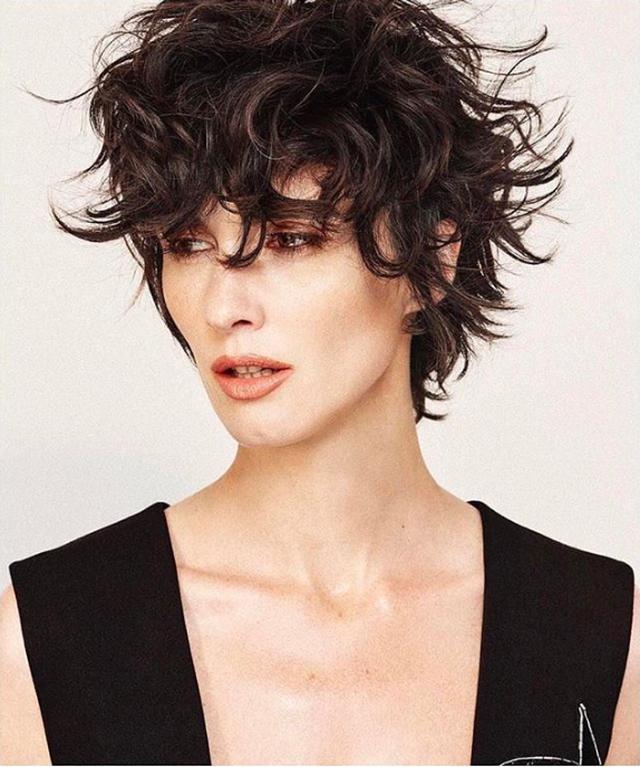 10 modele për t`i prerë flokët shkurt e me stil