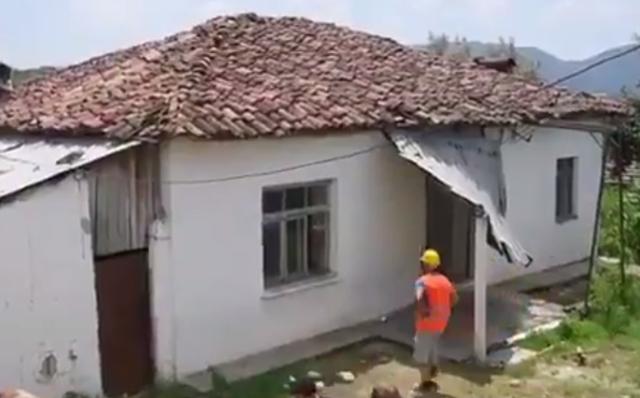 Video/ Mbahet premtimi, nis rindërtimi i shtëpisë së