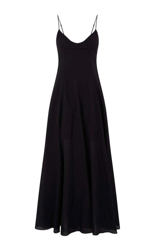 Vish fustanin e zi dhe shko kudo