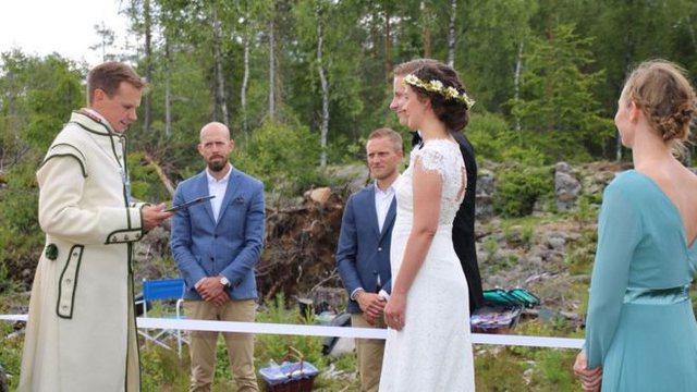 Dhëndri në Suedi e nusja në Norvegji, çifti që u