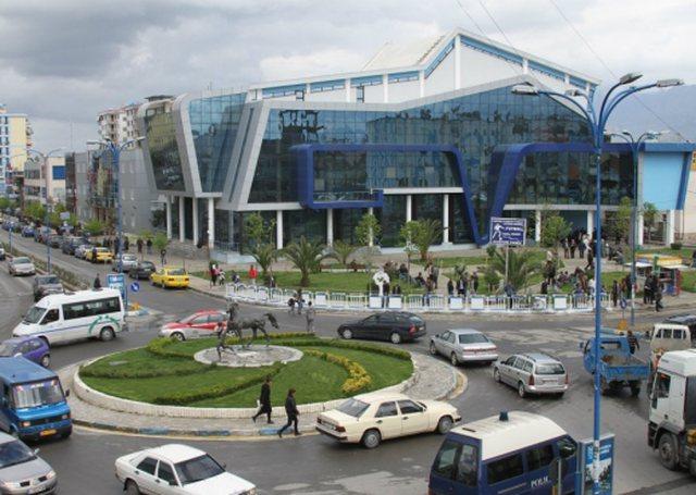 Aksident me vdekje në Tiranë, një 23-vjeçar përplas