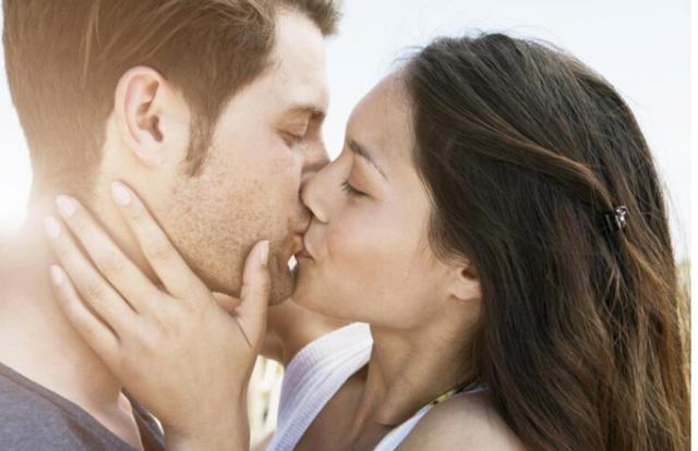 Klasifikimi i shenjave të horoskopit që puthin më mirë