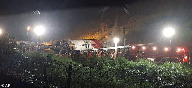 Video/ Përplaset dhe ndahet në dysh avioni nga Dubai, 17 persona