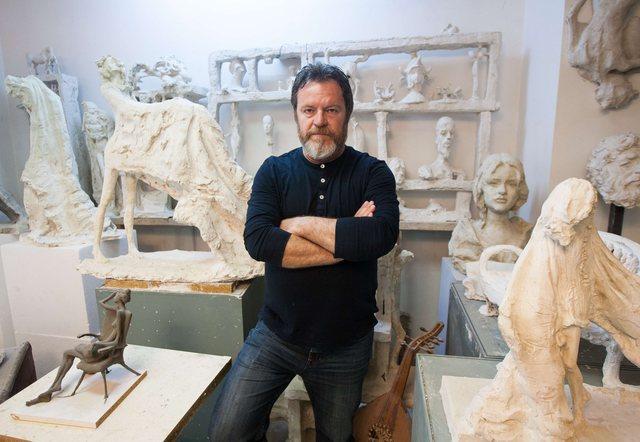 Skulptori i njohur Arben Bajo humb jetën nga koronavirusi