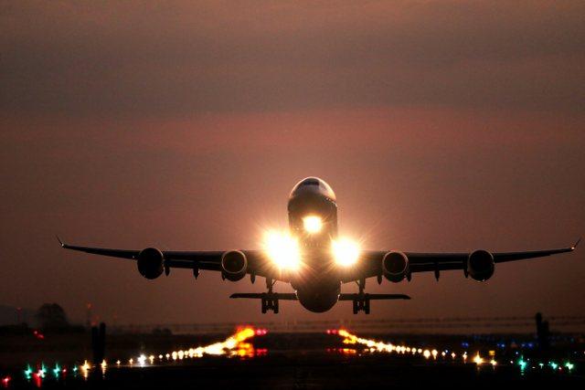 Një minutë me vonesë fut gjithë pasagjerët e avionit