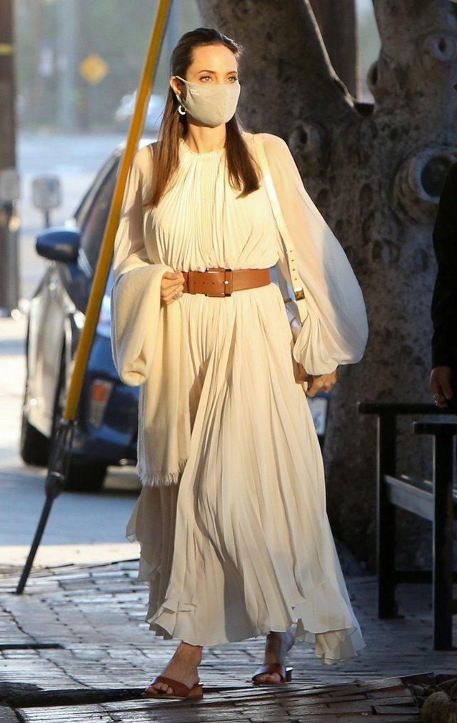 Angelina Jolie rikthen në modë trendin e viteve 2000!