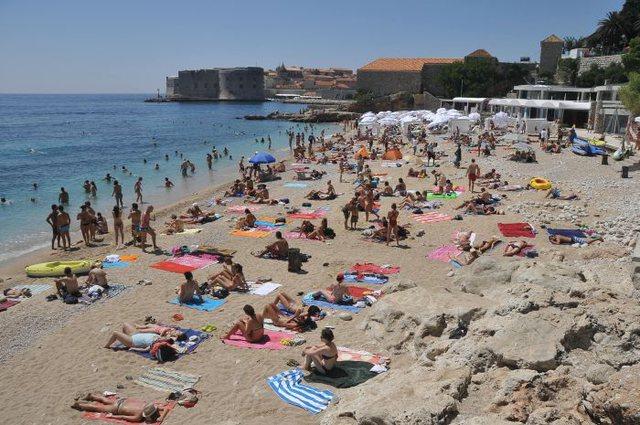 Shkuan me pushime në Kroaci, por të rinjtë italianë kthehen