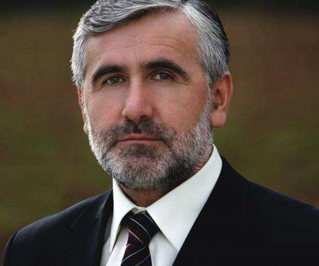 Ndalohet ish ministri i Shëndetësisë në Kosovë për