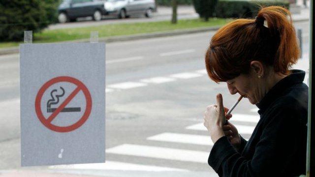Në rajonin spanjoll vendoset ndalimi i duhanit në vendet publike