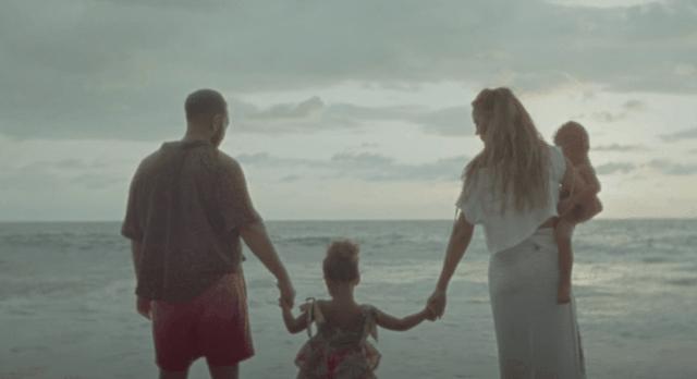 Klipi i ri i John zbulon shtatzëninë e tretë të Chrissy