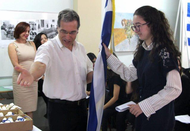 Njihuni me maturanten shqiptare që doli e para për Informatikë