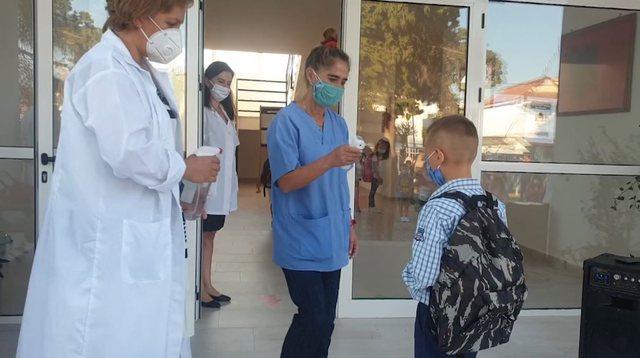 Rastet e mësuesve me shenja koronavirusi: Të karantinuar në