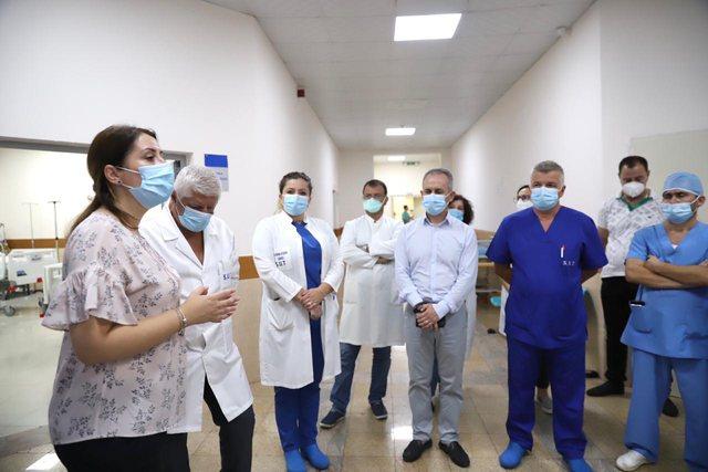 Covid dhe gripi: Si po përgatitet sistemi shëndetësor? Pritet