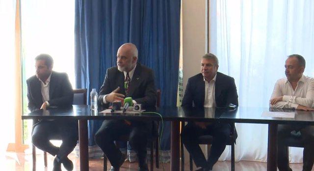 Kryeministri dëgjesë me emigrantët shqiptarë në