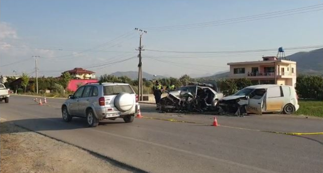 Mjeti i OSHEE-së përplaset me Benz-in, plagosen dy shoferët dhe