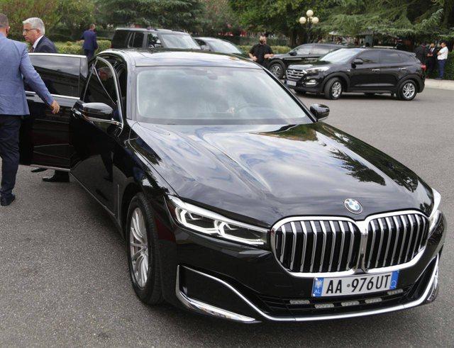 Ministri Lleshaj nga foltorja e Kuvendit: Nëse makina ime kushton mbi 49